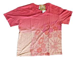 ピンクのTシャツ 和の花柄 源氏物語絵巻