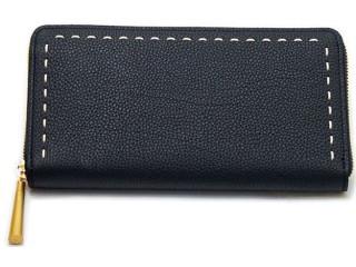 黒い革製長財布