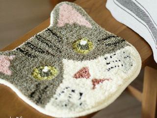 どら猫の顔のマット 茶