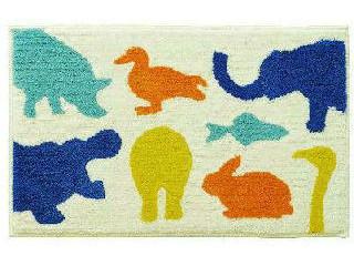 たくさんのかわいい動物が描かれたマット ブルー